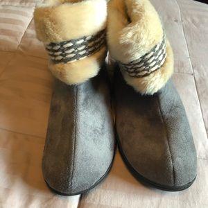 isotoner Shoes - Women's isotoner house slippers
